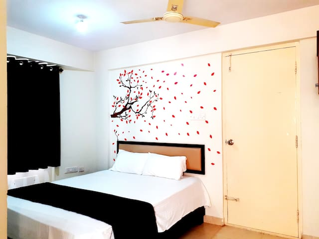 Elegant Stay +WiFi+Amenities + Balcony @ Bangalore