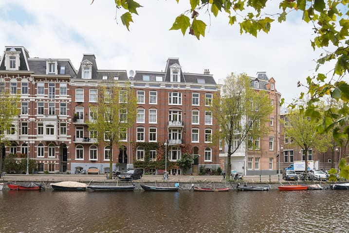 Charming Amsterdam Canal Apartment