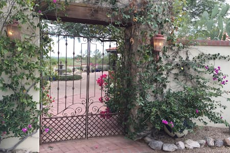 Old Foothills Hacienda - Tucson - Bed & Breakfast