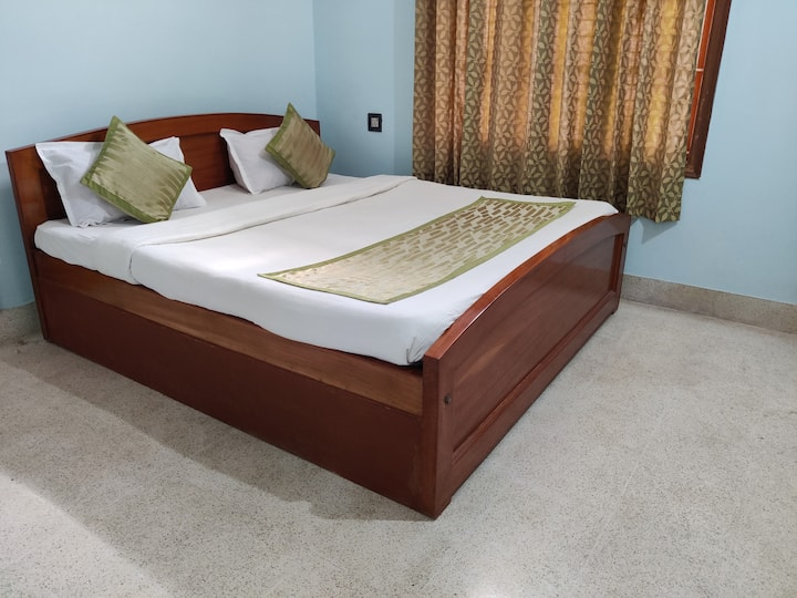 Spacious house- Disinfected b4 every booking