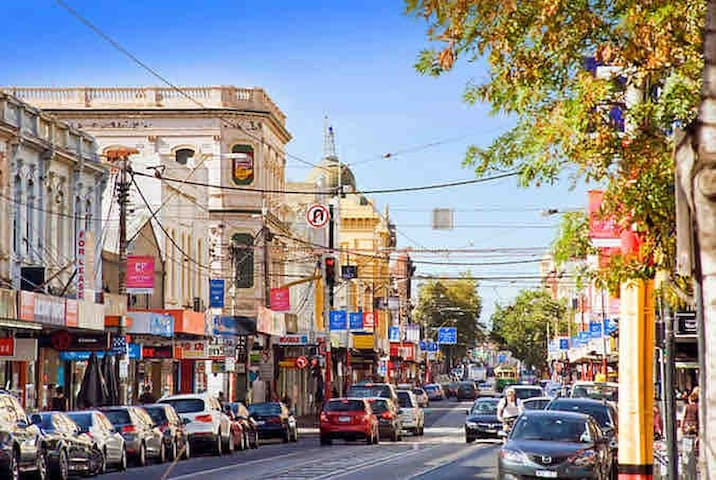 Close to St Kilda attractions & Chapel street!!