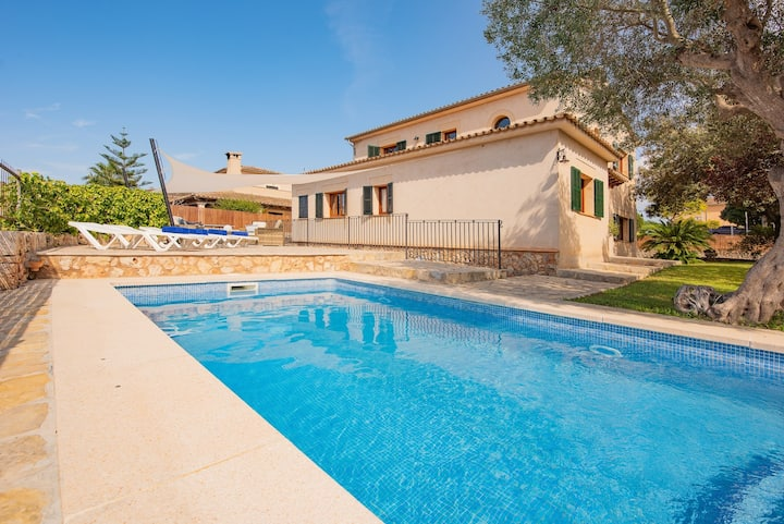 Holiday House,  barbacue ,private pool, wifi,AACC!