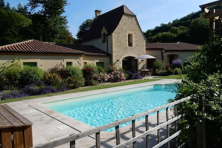 Secluded luxury villa and gardens - Bézenac - Haus