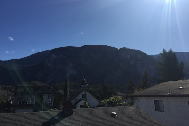 Downtown Squamish 2 bedroom Suite With a view