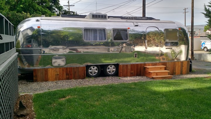 NEWLY RENOVATED 1969 AIRSTREAM- 32 ft.
