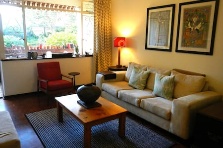 Spacious & Secure Rosebank Home - Johannesburg - Apartmen