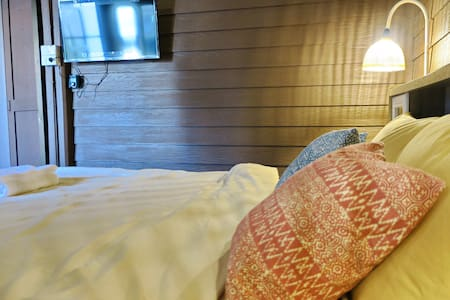 HuanKawin Est.58 Lanna Home: Classic King Bed Room