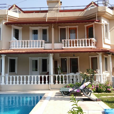 Fethiye-Calis Beach 4+1 havuzlu villa