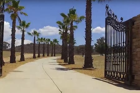 Whole Mansion on the Hill in Wine Country - Hemet