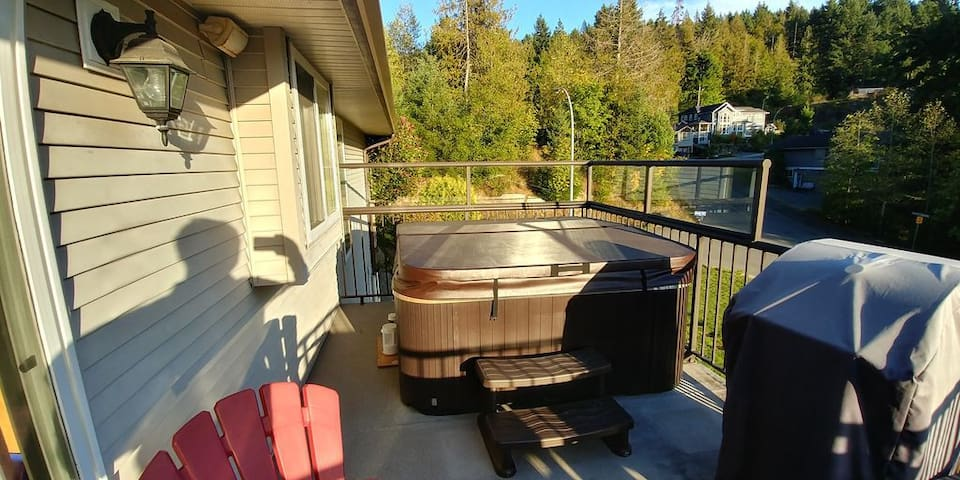 Beautifully furnished home with hot tub
