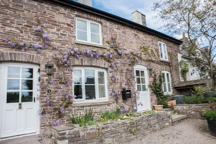 Aubreys of Llangorse, Charming 250yr Cottage