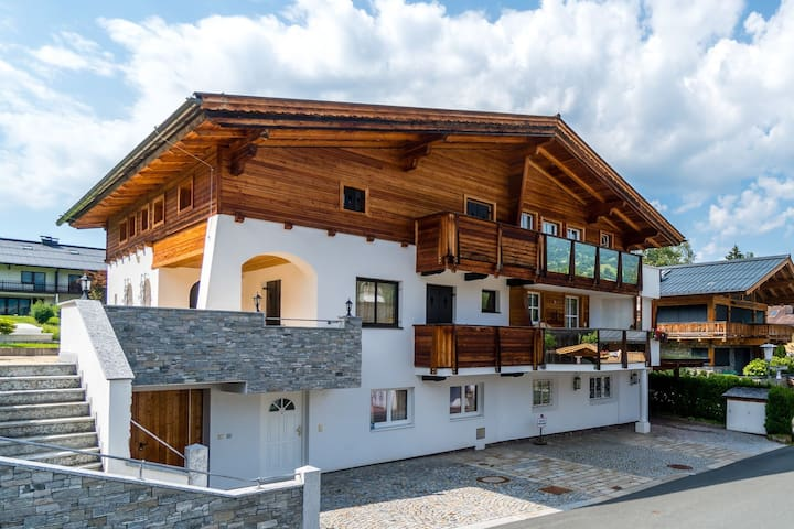Spacious Apartment in Kitzbuhel near Ski Lift
