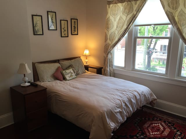 Classy Bedroom in Church Hill - Richmond - Casa