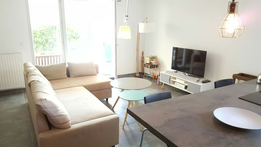 T2 Cosy Terrace Garden Residential + Parking+Phone