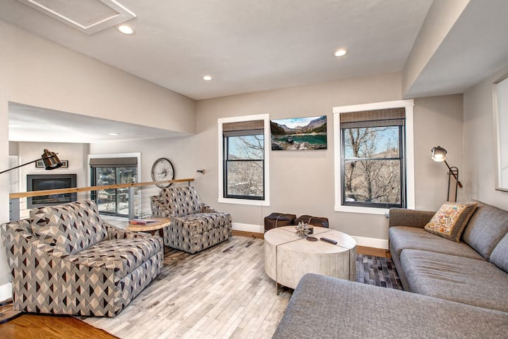 2-Home Compound with Hot Tub - Walk to Main Street