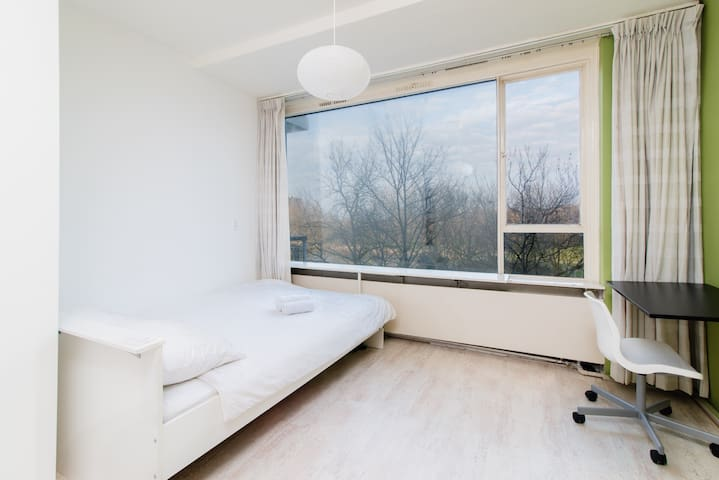 Bright room just 11 min from center - Utrecht - Wohnung