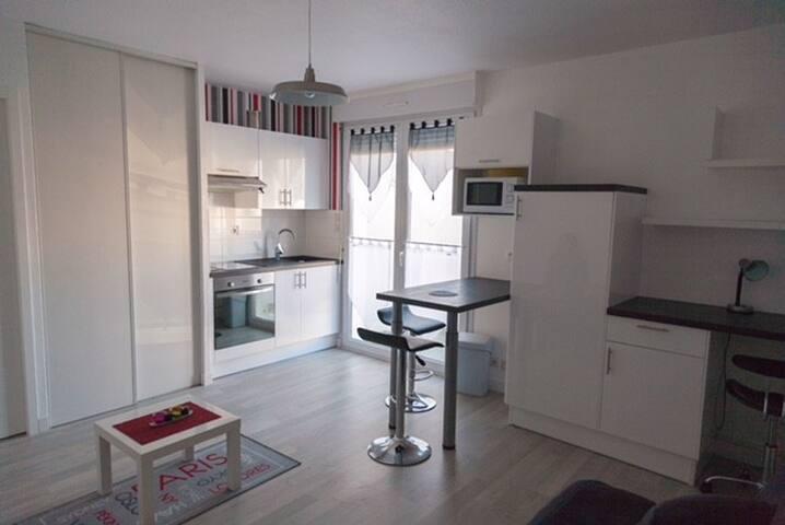 Charmant studio équipé refait neuf La Rochelle
