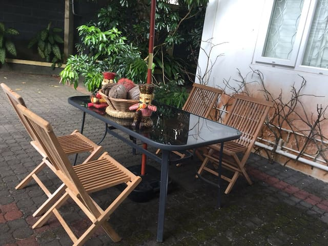 Posh fully furnished room in the heart of Maurice!
