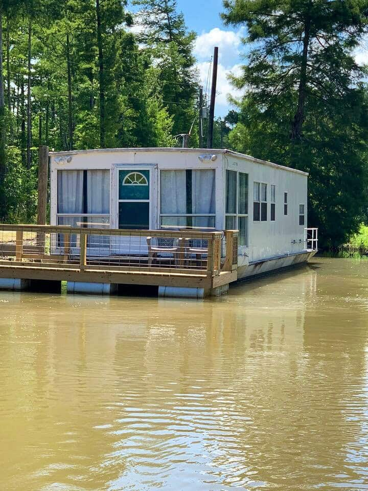 Houseboat retreat!