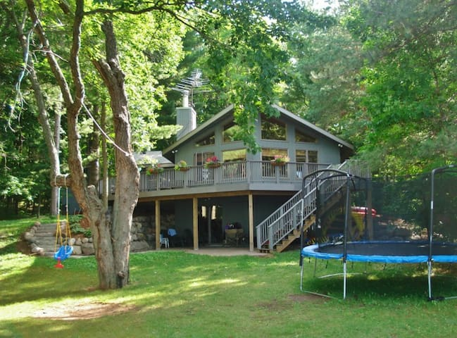 Lakefront 2BR Luck Cabin w/Zip Line & Fire Pit - Luck - Casa