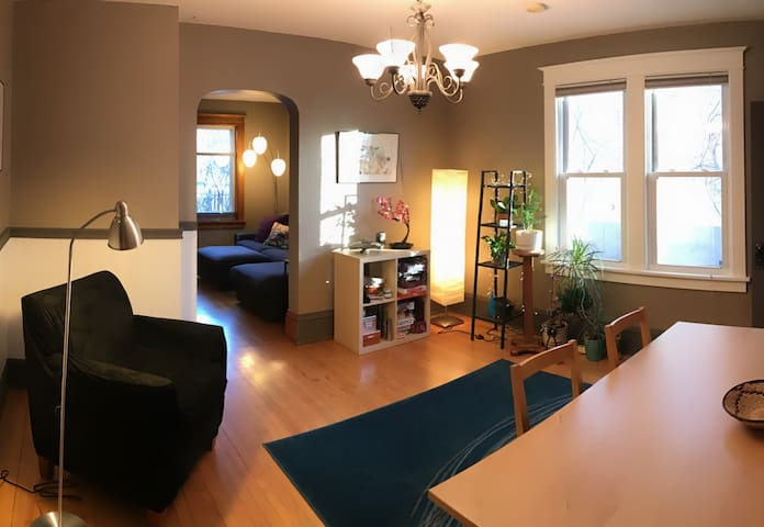 Entire main floor! Private bath + 2 private rooms - Minneapolis - Ev