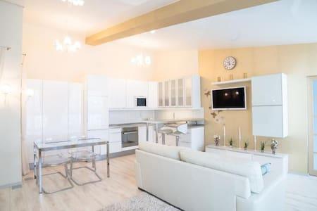 Сдам 2-к квартиру класса Делюкс с балконом - gorod Pervouralsk - Daire