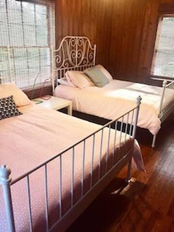 The Poppy Room at the Swamp Rabbit Inn TR