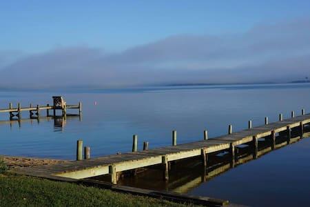Waterfront Sandy Beach Retreat on Montague Island