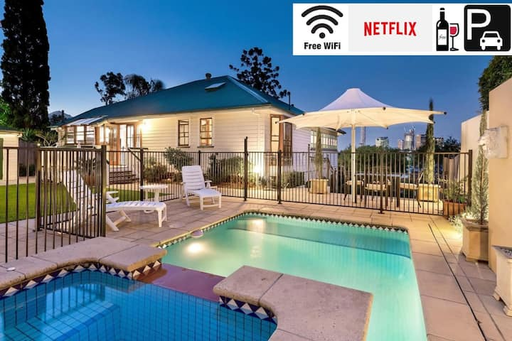 Ultimate Family Retreat⭐Private Pool⭐Incredible Views|Brisbane|WiFi|Carparks