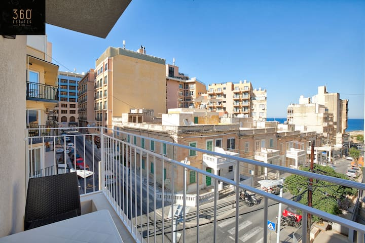 Super location, new 1B Apt with views in StJulians