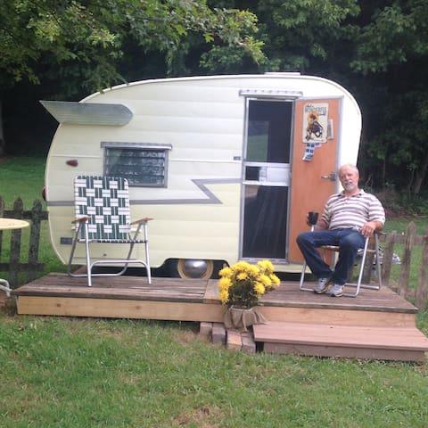 Shasta vintage camper! - Wilmington - Dům