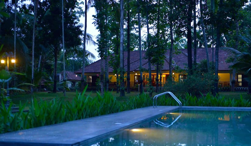 Luxury Homestay near Cochin Backwaters - Ernakulam - House