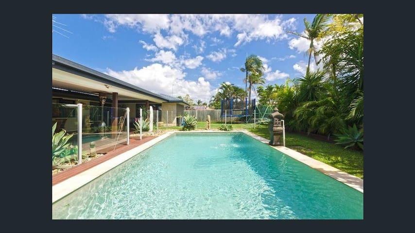 Tropical Paradise - Kid/Pet Friendly -