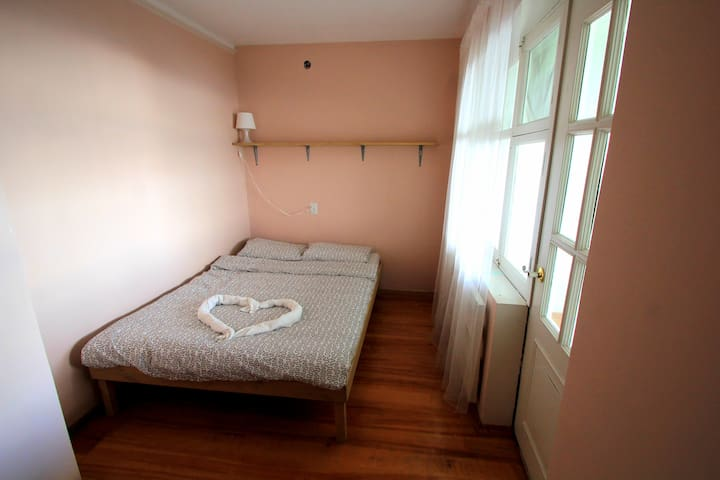 Двуспальный эконом с балконом - Lazarevskiy - Apartment