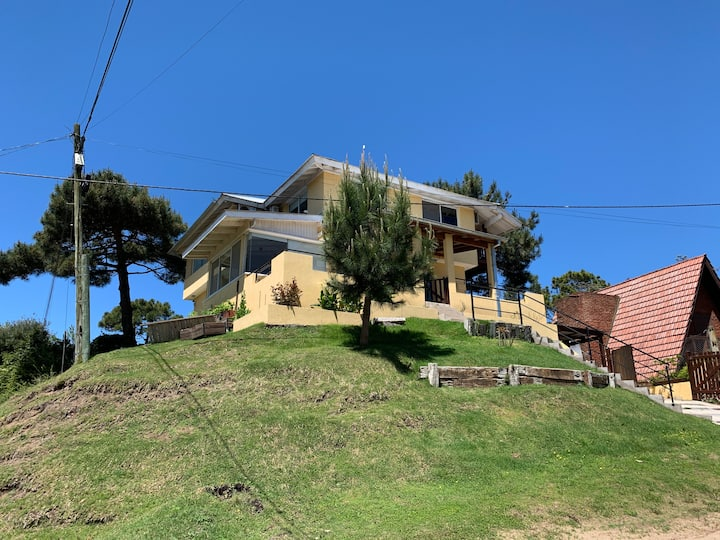 Casa de dos plantas a 3 cuadras de la playa