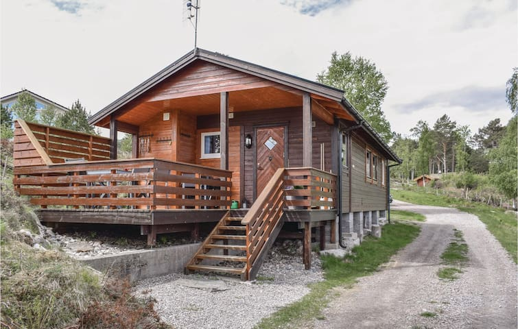 Holiday cottage with 2 bedrooms on 47m² in Fiksdal