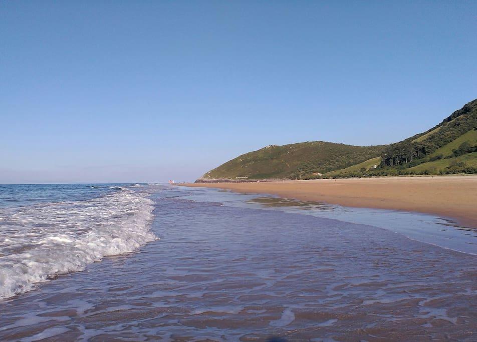 Playa arena blanca de 3,5 km junto al apto.