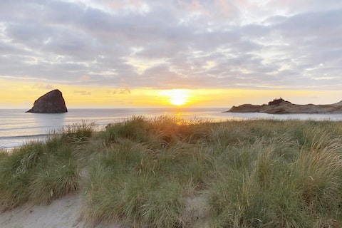 "Cozy, Quiet ""Barefoot Beach Bungalow"" in Shorepine"