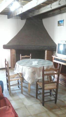 Casa en plena naturaleza y senderos - Valdelarco - House