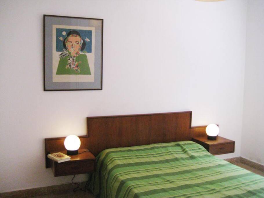 Habitación principal con baño completo en suite