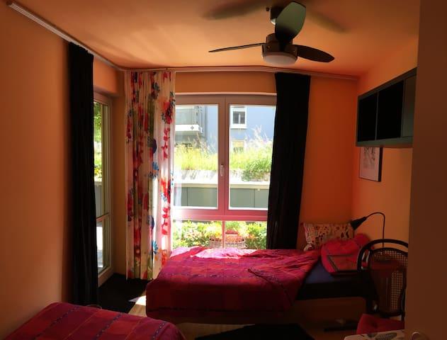 Gemütliches Zimmer 2 komfortable Betten in M-West