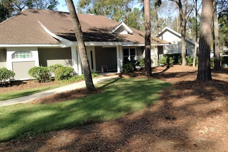 GORGEOUS 3 BEDROOM HOME ON HILTON HEAD SLEEPS 8 - Hilton Head Island - Casa