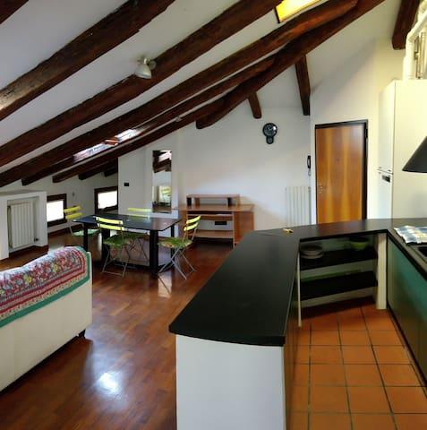Casa Elena: accogliente mansarda vicino Venezia!