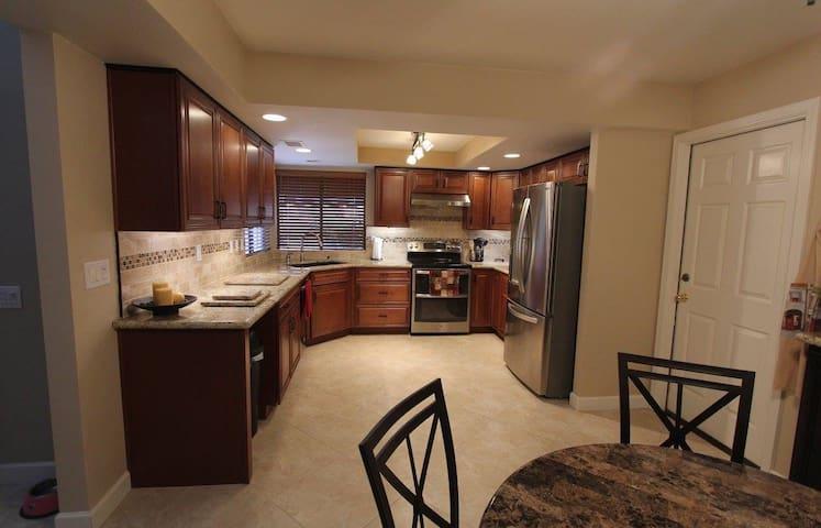 Peoria, AZ - 2 bedroom getaway, SPECIAL PRICING! - เปโอเรีย - บ้าน