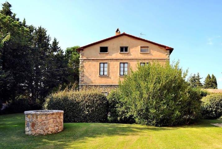 Apartment in aristocratic  estate with pool