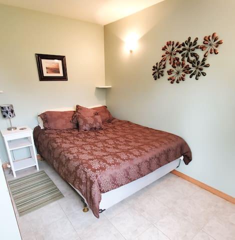 Second bedroom with queen bed .