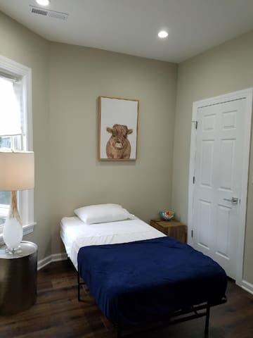Cozy Small Room in Edgewater