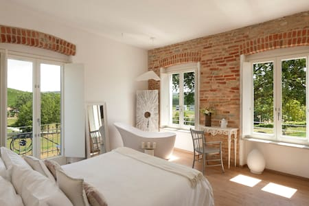 "Langhe Country House ""Il Gelso"" - Neive - Bed & Breakfast"