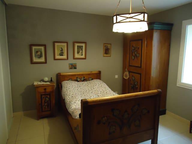 chambre ancienne pour 1 personne - Pompignan - Casa