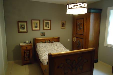 chambre ancienne pour 1 personne - Pompignan